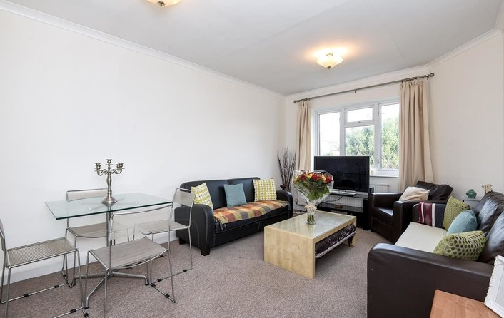 Flat for sale in Finchley Road, Golders Green