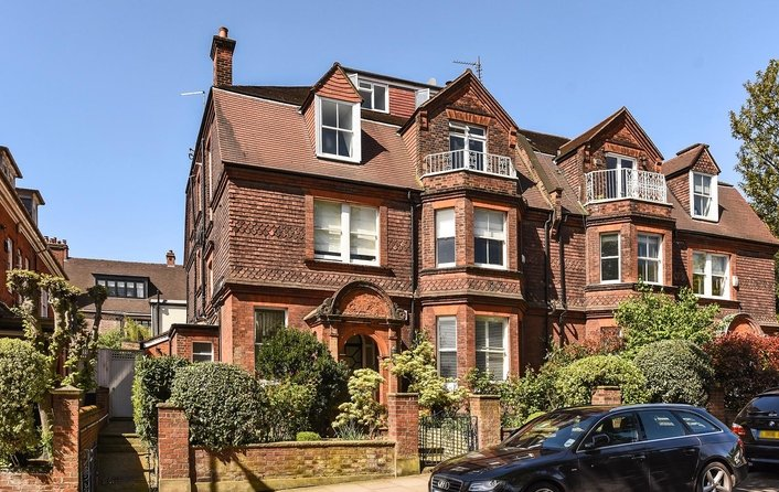 Flat for sale in Frognal, Hampstead