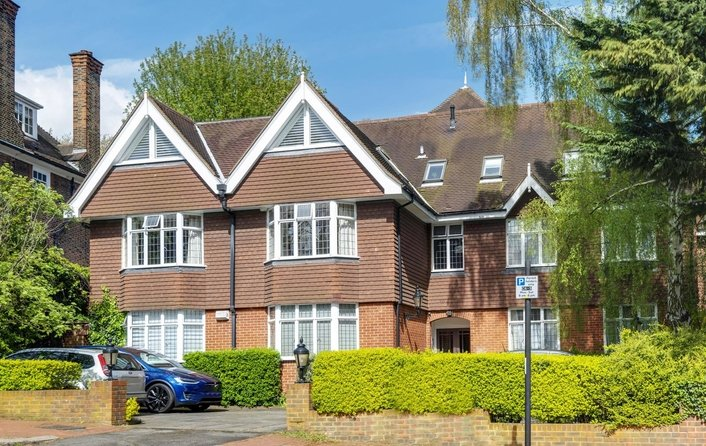 Flat for sale in Greenaway Gardens, Hampstead