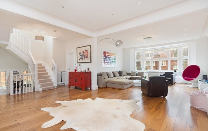 Flat for sale in Hollycroft Avenue, Hampstead