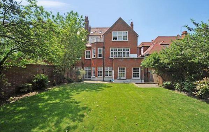 Flat to rent in Bracknell Gardens, Hampstead