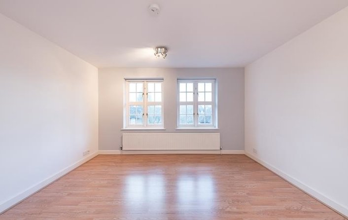Flat to rent in Corringway, London