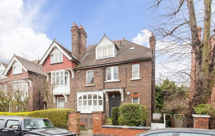 Flat to rent in Daleham Gardens, Hampstead