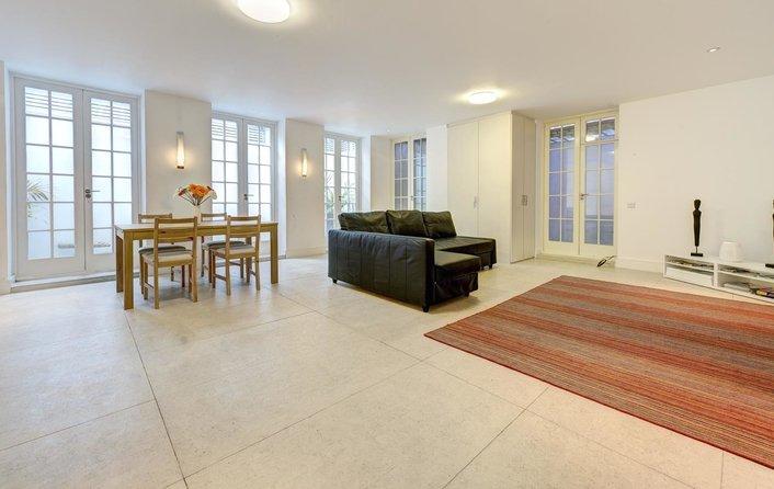 Flat to rent in Heath Drive, Hampstead