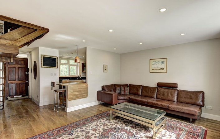 Flat to rent in Hermitage Lane, London