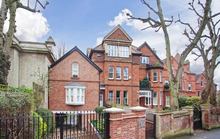 Flat to rent in Netherhall Gardens, Hampstead