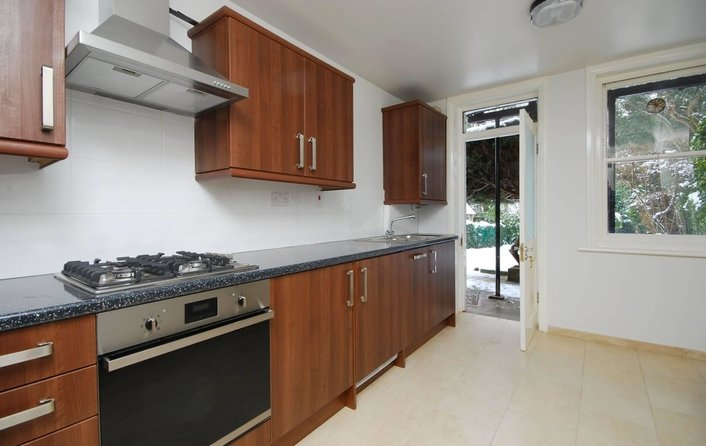Flat to rent in Platts Lane, Hampstead