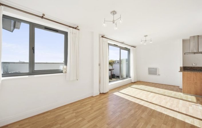 House to rent in 206 Regents Park Road, London