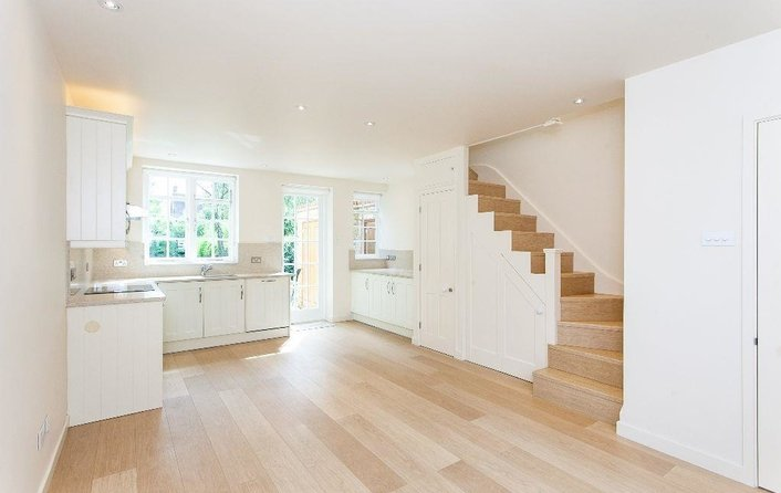 Flat to rent in Westholm, Hampstead Garden Suburb