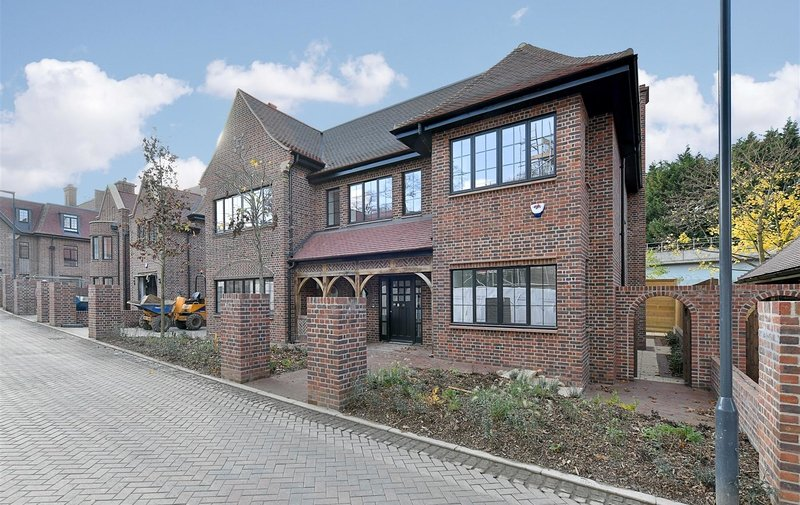 House for sale in Chandos Way, Hampstead Garden Suburb