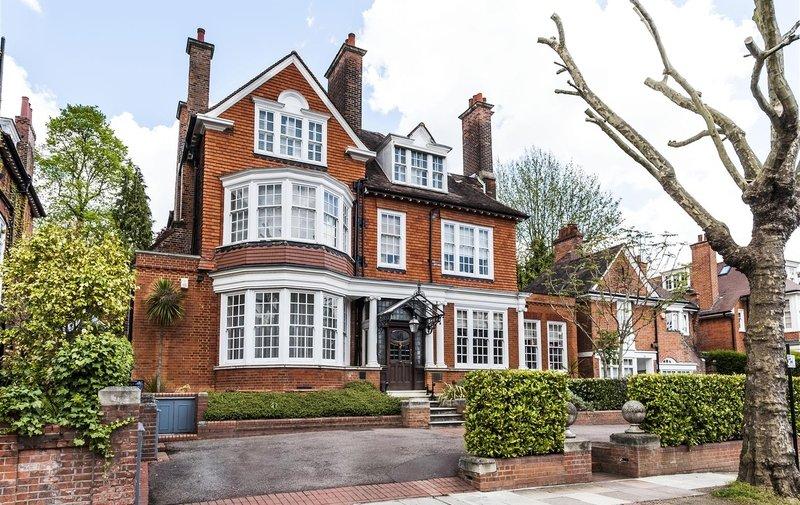 House for sale in Ferncroft Avenue, Hampstead