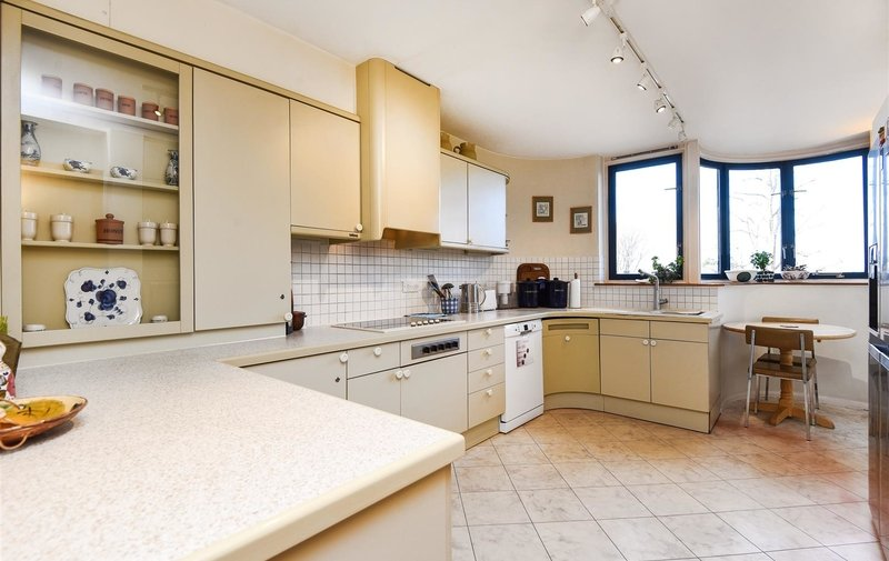 Flat for sale in Firecrest Drive, Hampstead
