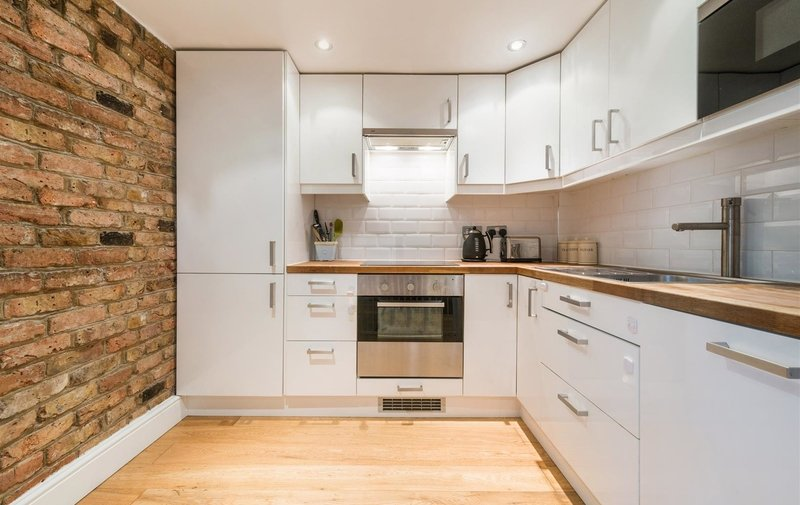 Flat for sale in Fitzjohns Avenue, Hampstead