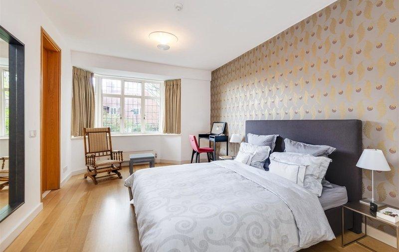 Flat for sale in Greenaway Gardens, Hampstead