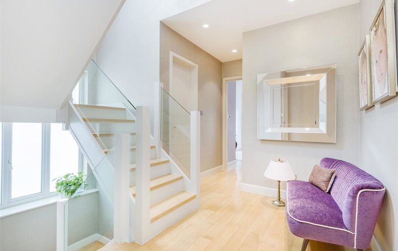 House for sale in Hocroft Road, London