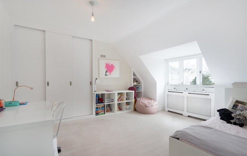Flat for sale in Hollycroft Avenue, Hampstead