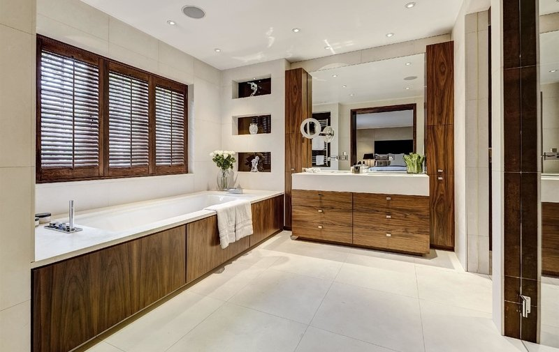 House for sale in Ingram Avenue, Hampstead Garden Suburb