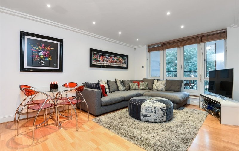 Flat for sale in Kidderpore Avenue, Hampstead