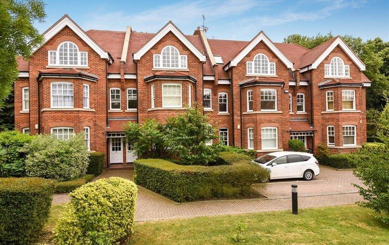 Flat for sale in Platts Lane, Hampstead