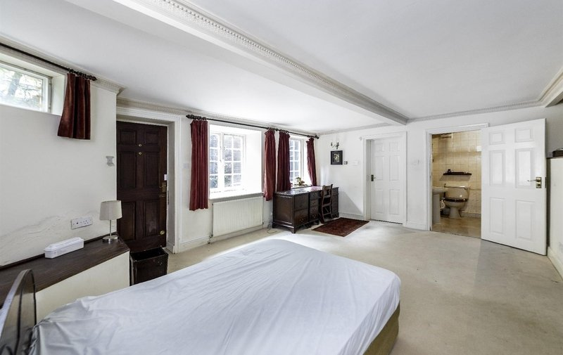 Flat for sale in Redington Road, Hampstead