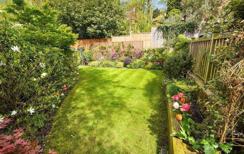 Flat for sale in Rosecroft Avenue, Hampstead