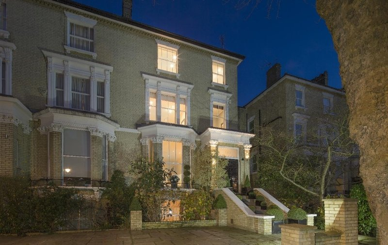 House for sale in Steeles Road, Belsize Park