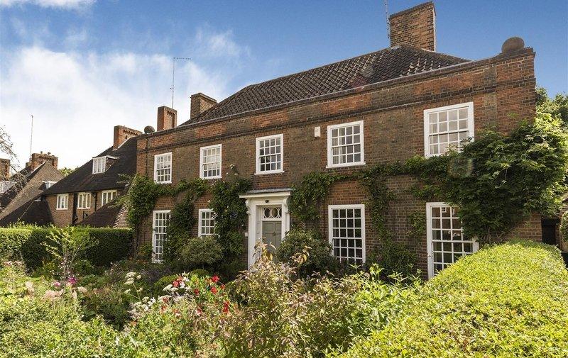 House for sale in Wildwood Road, Hampstead Garden Suburb