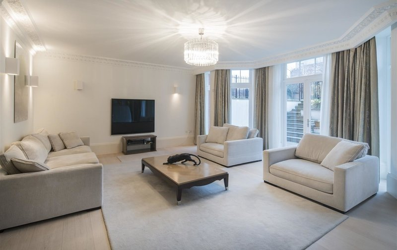 Flat for sale in Fitzjohn's Avenue, Hampstead