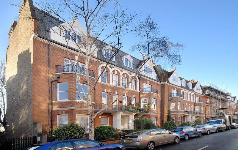 Flat to rent in Antrim Road, Belsize Park