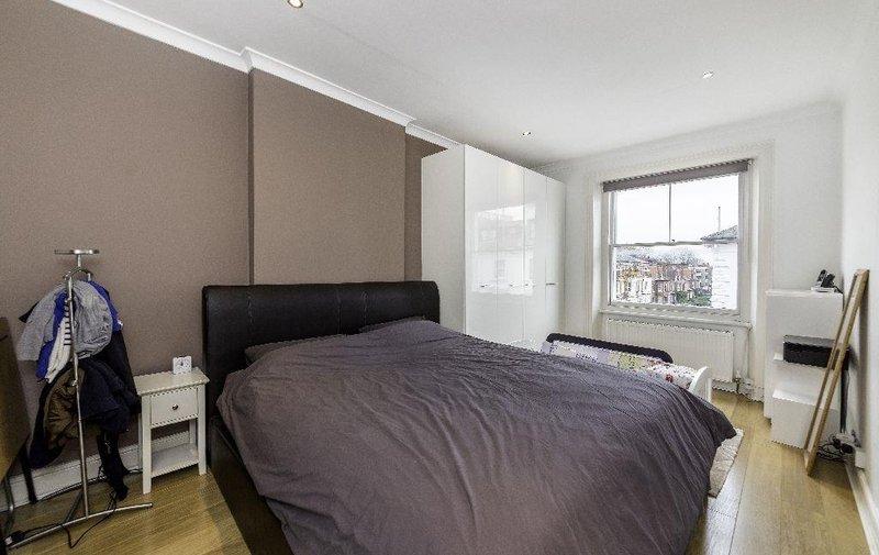 Flat to rent in Belsize Square, Belsize Park