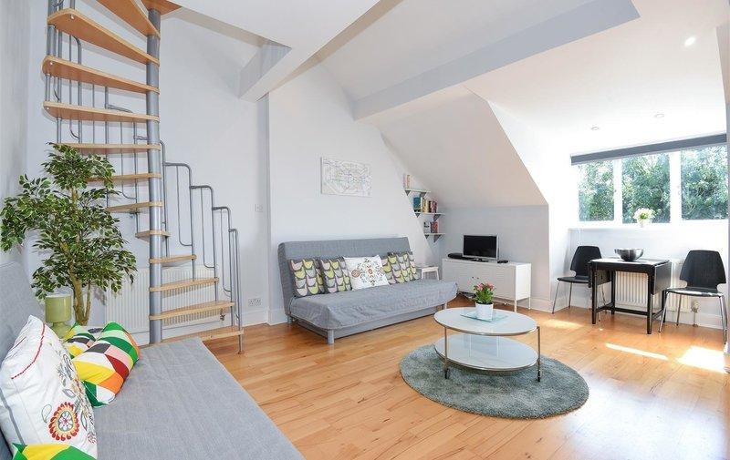 Flat to rent in Broadhurst Gardens, West Hampstead