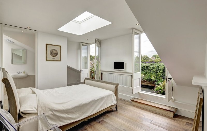 Flat to rent in Carlingford Road, Hampstead Village