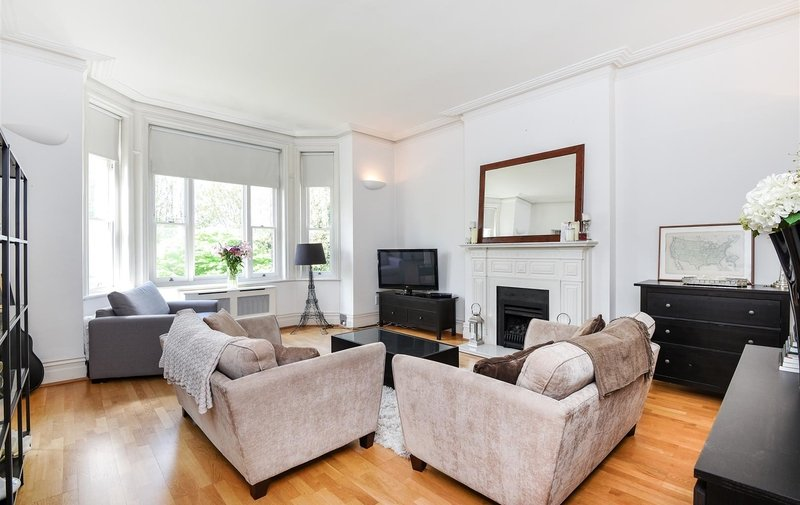 House to rent in Chesterford Gardens, London