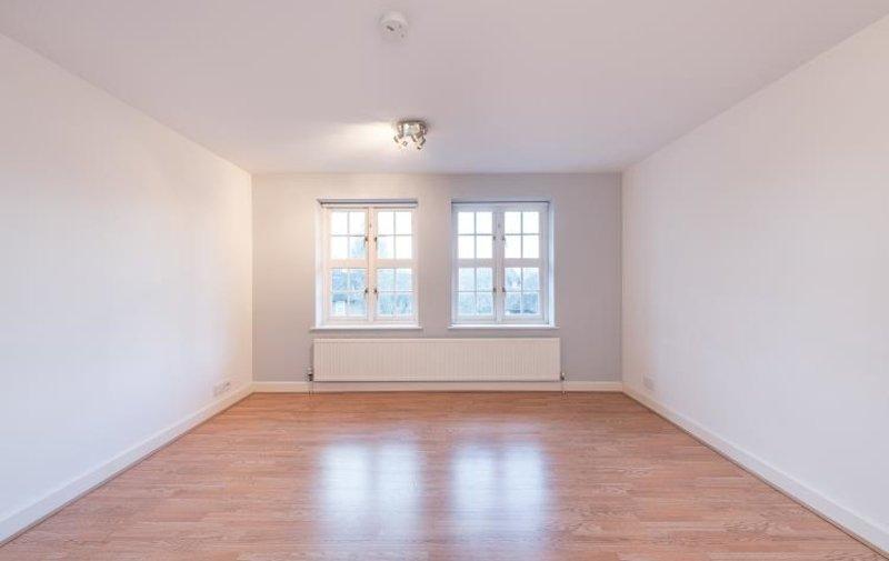 Flat to rent in Corringway, Hampstead Garden Suburb