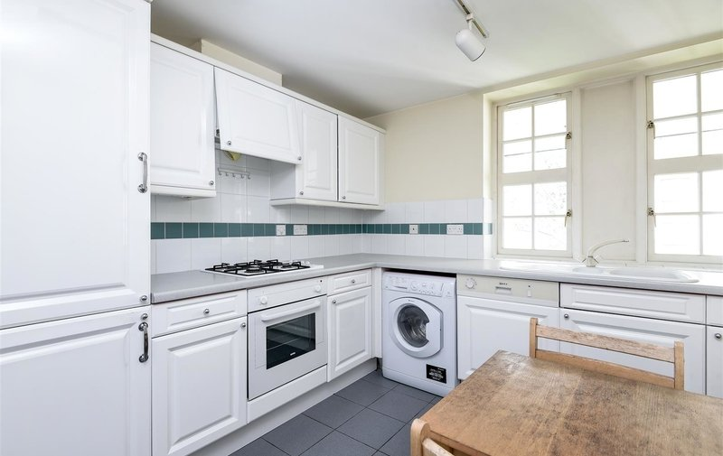 Flat to rent in Corringway, Hampstead Garden Suburb