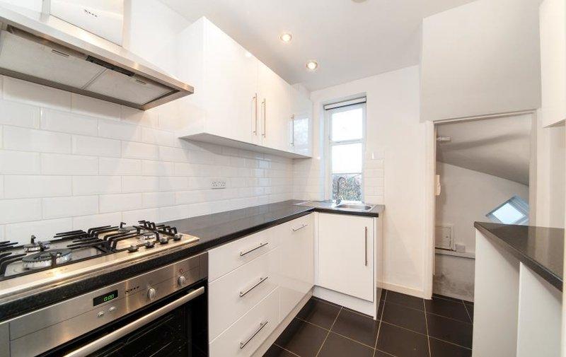 House to rent in Creswick Walk, Hampstead Garden Suburb
