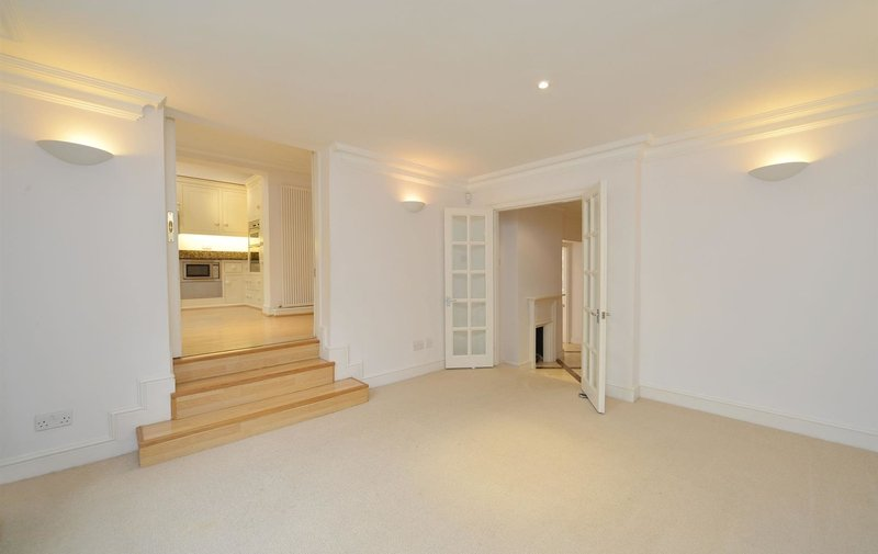 House to rent in Ferncroft Avenue, Hampstead