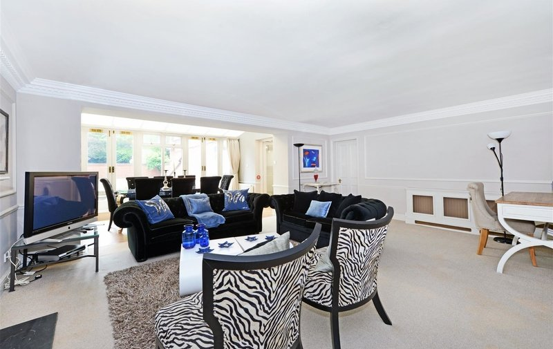Flat to rent in Fitzjohn's Avenue, Hampstead