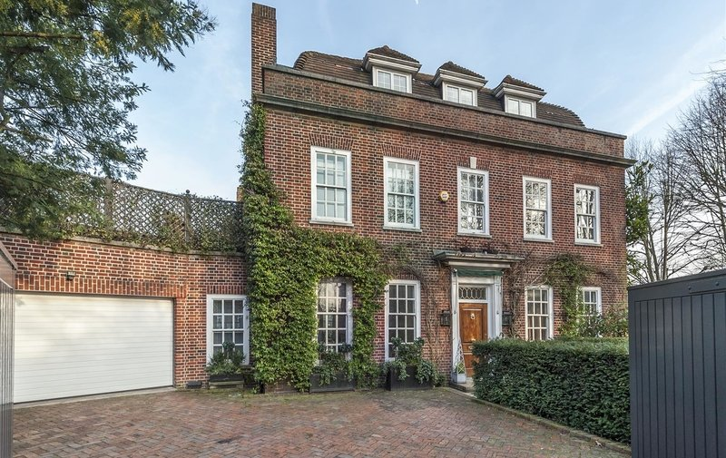 House to rent in Fitzjohns Avenue, Hampstead Village