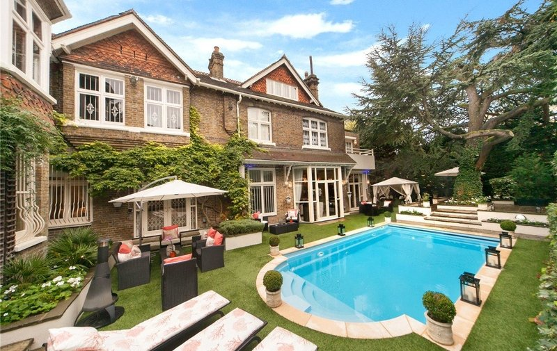 Flat to rent in Frognal, Hampstead