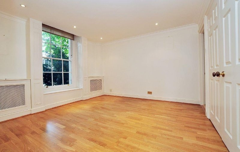 Flat to rent in Frognal, Hampstead Village