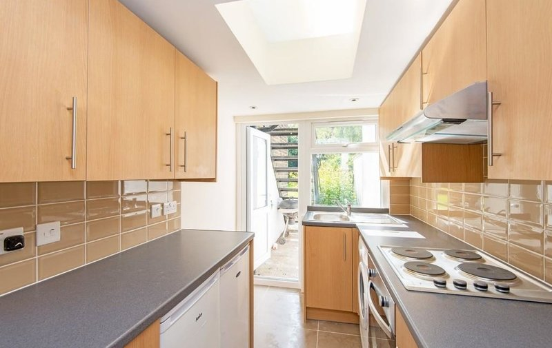 Flat to rent in Gondar Gardens, West Hampstead