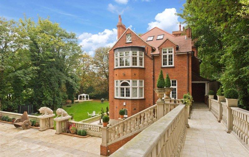 Flat to rent in Heysham Lane, Hampstead