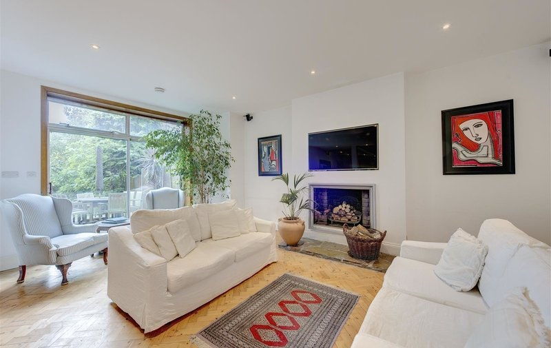 Property to rent in Hollycroft Avenue, Hampstead