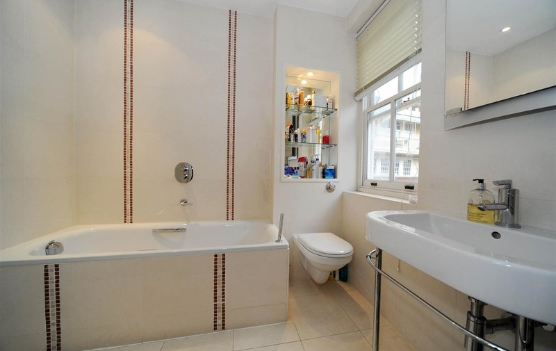 House to rent in North End Way, Hampstead