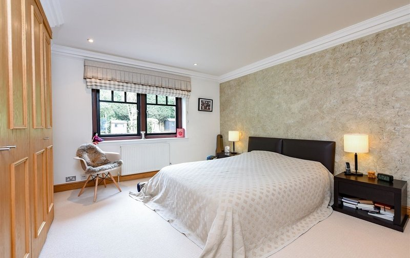 Flat to rent in Lindfield Gardens, Hampstead