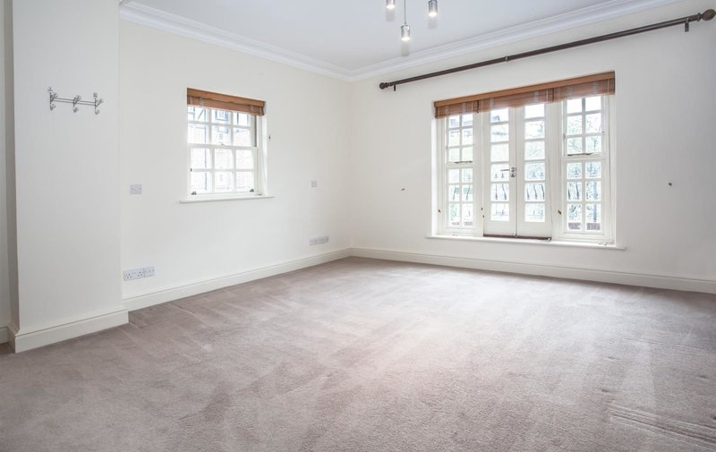 House to rent in Lyndale Avenue, London