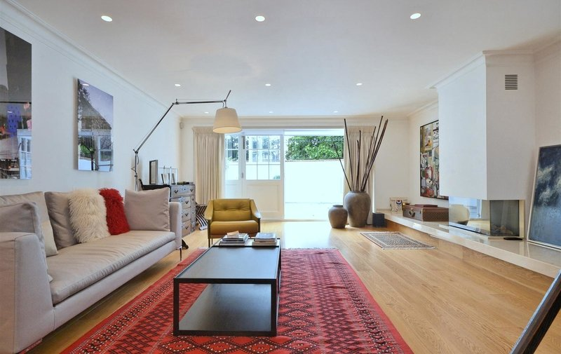House to rent in Lyndhurst Road, Hampstead