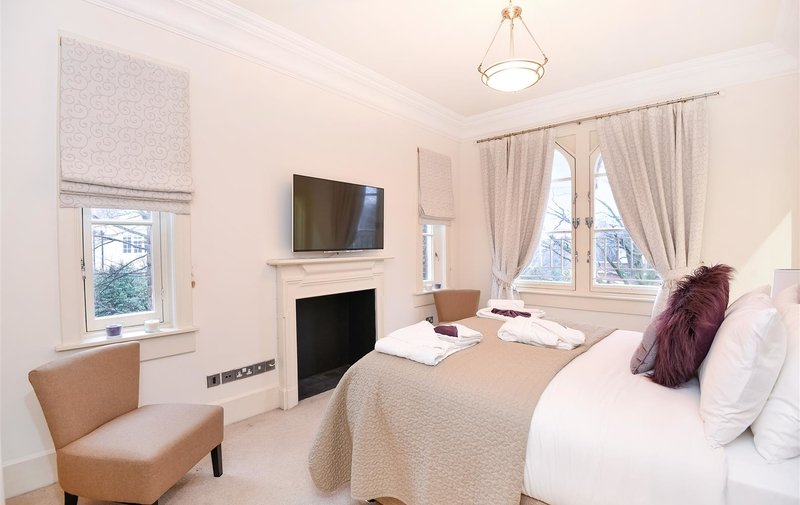 House to rent in Lyndhurst Terrace, Hampstead