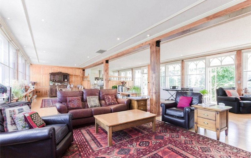 Flat to rent in North End Way, Hampstead